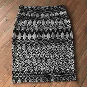 LuLaRoe L Cassie skirt- black & white patterned